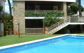 5 bedroom houses by the sea for sale in Castelldefels. Villa – Castelldefels, Catalonia, Spain