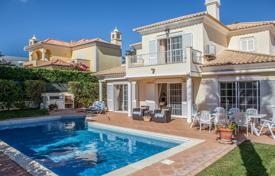 2 bedroom houses for sale in Loule. 4 Bedroom Villa with Pool, Varandas do Lago