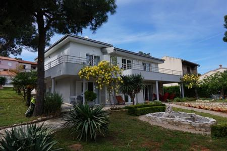 Houses with pools by the sea for sale in Croatia. Townhome – Premantura, Istria County, Croatia