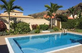 Coastal residential for sale in Tenerife. Fully furnished villa with terrace and panoramic views of the ocean in Palm Mar, Tenerife, 100 meters from the beach