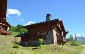 Property for sale in Moûtiers. Three-storey chalet with a balcony and a sauna, 10 minutes walk from the center of the resort, Saint-Martin de Belleville, Moutiers, France