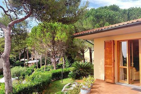 5 bedroom houses by the sea for sale in Tuscany. Villa – Castiglioncello, Tuscany, Italy