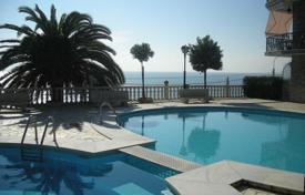 Apartments with pools for sale in Ospedaletti. Elegant apartment in Ospedaletti, Italy. Elite residential complex with a concierge, a pool and a tennis court, at 200 m from the sea