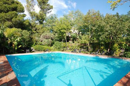 Villas and houses for rent with swimming pools in Sicily. Villa le Agavi