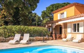 Houses with pools for sale in Villefranche-sur-Mer. Provencal style villa in the town of Villefranche-sur-Mer