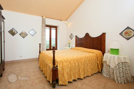 Residential to rent in Umbria. Detached house – Todi, Perugia, Umbria,  Italy