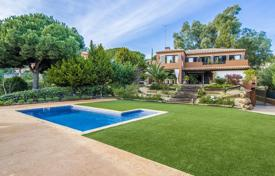 Luxury houses with pools for sale in Sant Andreu de Llavaneres. Unique villa with a swimming pool, a summer veranda and a beautiful garden, Sant Andreu de Llavaneres, Spain