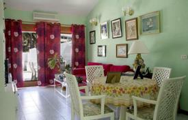 3 bedroom houses for sale in Gran Canaria. Private & Centric Bungalow in Playa del Ingles