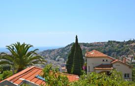 2 bedroom houses for sale in Côte d'Azur (French Riviera). Cottage with two independent seaview apartments with a garden and a garage, Nice, France. High rental potential!