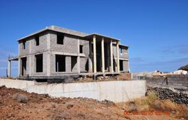 Houses with pools for sale in Palm-Mar. Villa under construction with a large plot of land in Tenerife, Palm Mar