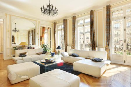 Luxury 4 bedroom apartments for sale in 8th arrondissement of Paris. Apartment with cellar and garage, in Paris 8th, Ile-de-France, France