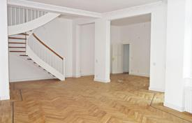 3 bedroom apartments for sale in Berlin. Two level, renovated 3 bedroom apartment in Berlin, Charlottenburg district