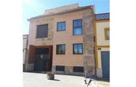 Property for sale in Castille La Mancha. Terraced house – Miguelturra, Castille La Mancha, Spain