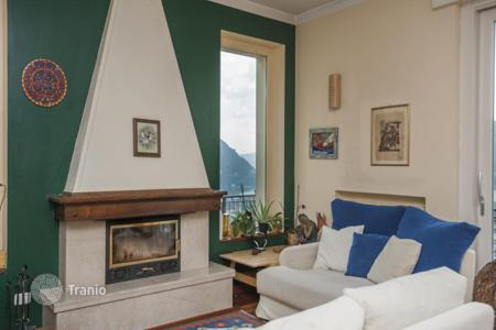 Property for sale in Cernobbio. Renovated three-level villa with a terrace, a garden and a view of the lake, Cernobbio, Italy