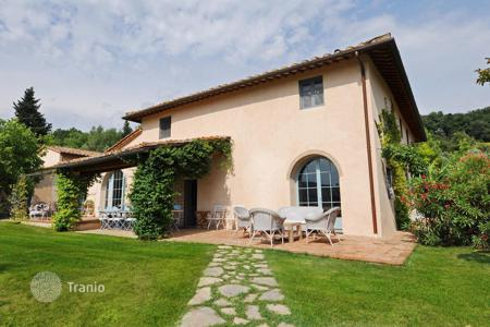 Luxury property for sale in San Casciano In Val di Pesa. Fully renovated country estate with large plot of land in San Casciano, the Chianti hills, Tuscany
