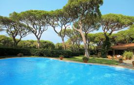 Coastal villas and houses for rent in Roccamare. Villa – Roccamare, Tuscany, Italy