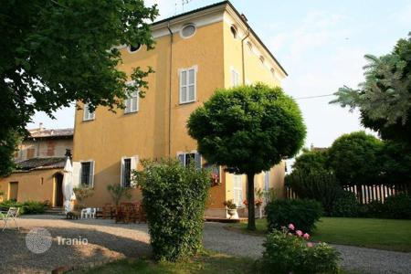 Property for sale in Emilia-Romagna. Former HUNTING LODGE on the border between LOMBARDY and HILLS AROUND PIACENZA