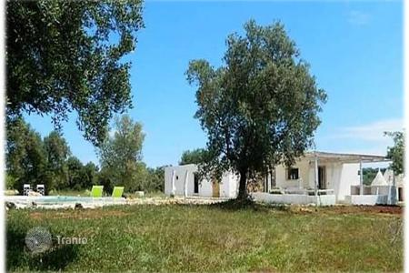Coastal houses for sale in Apulia. Luxury, fully furnished villa with swimming pool