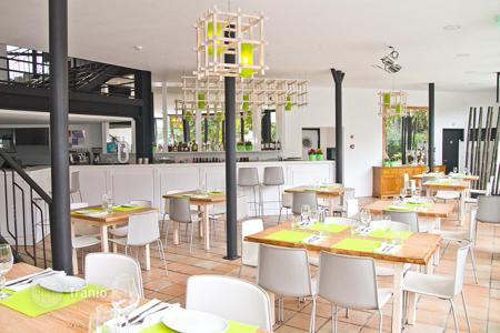 Property for sale in Lisbon. Equipped restaurant with spacious terrace, in Expo area, Lisbon, Portugal