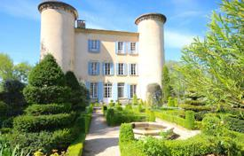Residential for sale in Caromb. Close to L'Isle-sur-la-Sorgue — Exceptional castle from the 18th