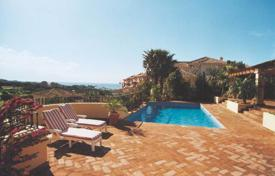 Luxury 3 bedroom houses for sale in Costa del Sol. CHARMING VILLA WITH GOLF VIEWS, RIO REAL, MARBELLA