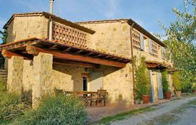 Property for sale in Castelnuovo Berardenga. Rustic style villa with a swimming pool in Castelnuovo-Berardenga, Tuscany, Italy
