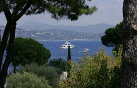 Houses with pools for sale in Saint-Tropez. VILLA FOR SALE IN SAINT-TROPEZ