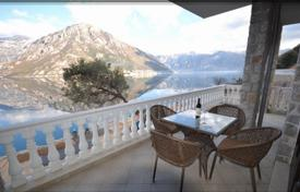Coastal houses for sale in Kostanjica. Townhome – Kostanjica, Herceg-Novi, Montenegro