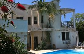 Coastal houses for sale in Haifa District. Villa in Caesarea