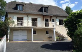 Residential for sale in Hauts-de-France. Two-storey villa with a spacious garden and a view of the mountains, in the heart of the village of Bern, Pas-de-Calais, France
