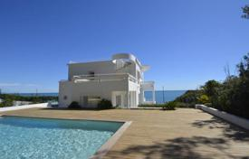 Luxury 4 bedroom houses for sale in France. Art Deco villa with fantastic sea views