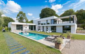 Modern villa with a private garden, a pool and a garage, Mouans-Sartoux, France for 2,350,000 €