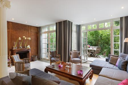 5 bedroom houses for sale in Ile-de-France. Paris 16th District – A delightful near 300 m² property