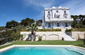 Luxury residential for sale in Cap d'Ail. Beautiful villa overlooking the sea with a pool and a garage, Cap-d'Ail, France