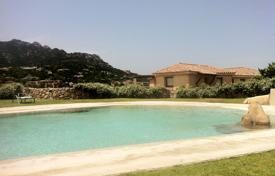 Apartments for sale in Sardinia. Maisonnette-Apartment with private garden in Porto Cervo