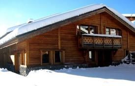 Residential to rent in Les Gets. A spacious chalet in a traditional Alpine style. Four bedrooms, living room with fireplace, hot tub and sauna. France, Les Gets