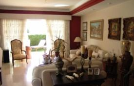 Coastal houses for sale in Gran Canaria. Beautiful house with large garden in exclusive complex in San Agustin