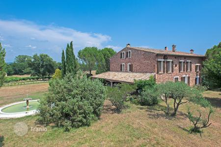 Luxury residential for sale in Le Cannet-des-Maures. Beautiful winery Provence