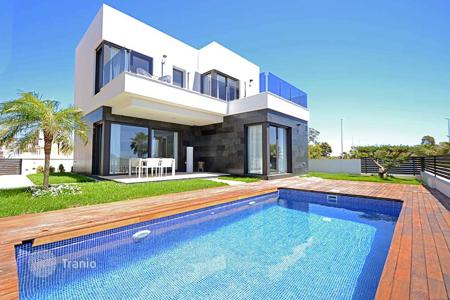 3 bedroom houses for sale in Guardamar del Segura. Detached villas near Guardamar with views to the Salt Lakes
