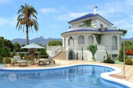 Residential for sale in Valencia. Spacious villa with garden and swimming pool, not far from the beach, in Ciudad Quesada, Spain