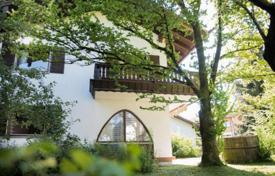 4 bedroom houses for sale in Germany. Beautiful house in a quiet area of the city, Otterfing, Germany