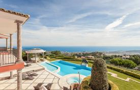 Luxury 3 bedroom houses for sale in Costa Brava. Luxury villa with a pool, separate apartments and panoramic sea views, Castell Platja d'Aro, Spain