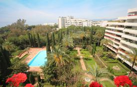 Luxury apartments with pools for sale in Spain. Apartment for sale in Don Gonzalo, Marbella
