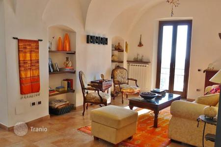 Property for sale in Cipressa. Furnished historic villa with two separate apartments, with a garden, a terrace, a balcony, sea and mountain views, Cipressa, Italy