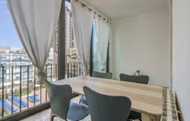 3 bedroom apartments for sale in L'Eixample. Luminous penthouse with two balconies in a historic building, in the district of Eixample, Barcelona, Spain. Urgent sale