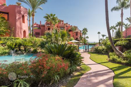 3 bedroom houses for sale in Estepona. Elegant Duplex Penthouse in Menara Beach, Estepona