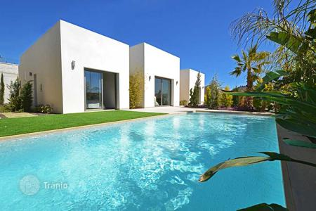 3 bedroom houses for sale in Alicante. Villa with private swimming pool and basement in Las Colinas Golf