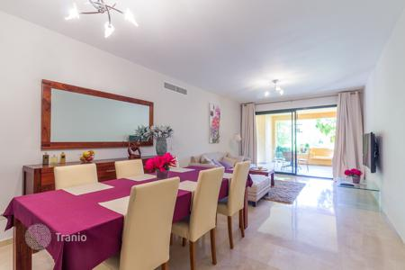 Apartments with pools by the sea for sale in Costa del Sol. 3-bedroom apartment in complex with pools, spa and tropical gardens in 1 km to the sea, Málaga, Spain