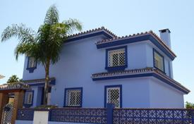 3 bedroom houses for sale in Costa del Sol. Comfortable villa with a private garden, a terrace and a garage in a residential complex with a pool and a tennis court, Fuengirola, Spain