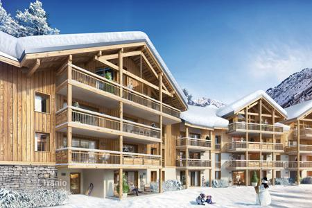 Cheap 2 bedroom apartments for sale in Auvergne-Rhône-Alpes. Cozy apartment with breathtaking mountain view in Vaujany, French Alps, France
